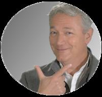 Paolo che sorride in cerchio grigio 300x285